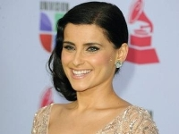 Nelly Furtado : la chanteuse présente le clip Waiting For The Night