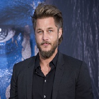 « Raised By Wolves » aura Travis Fimmel à la distribution