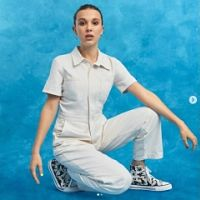 Millie Bobby Brown dessine des tennis pour Converse